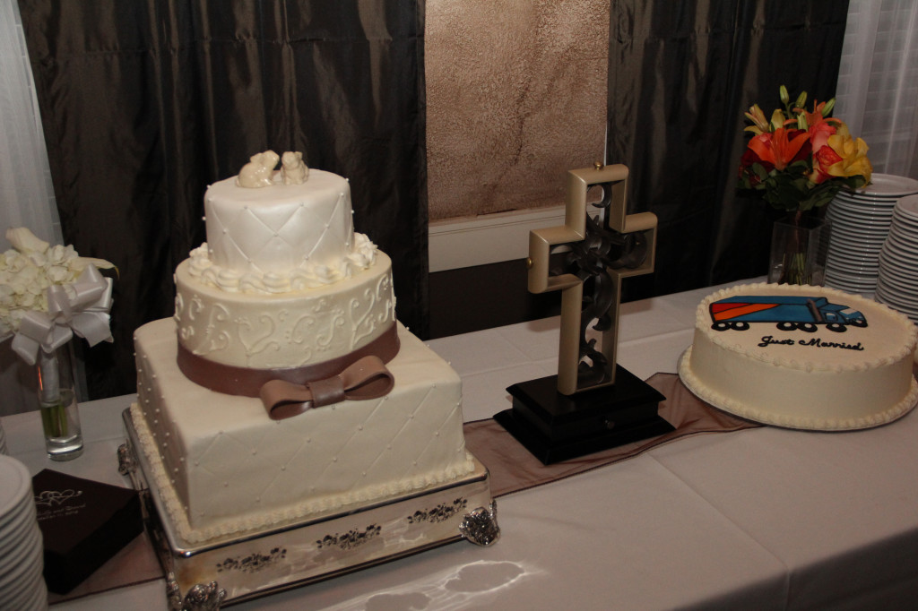 bride_groom_cakes_unity_cross